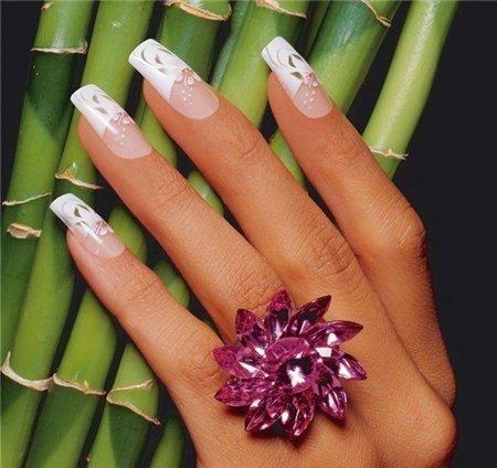 Дизайн ногтей невесты в стиле Френч: www.svadbagolik.ru/article/krasivyi-svadebnyi-dizain-nogtei