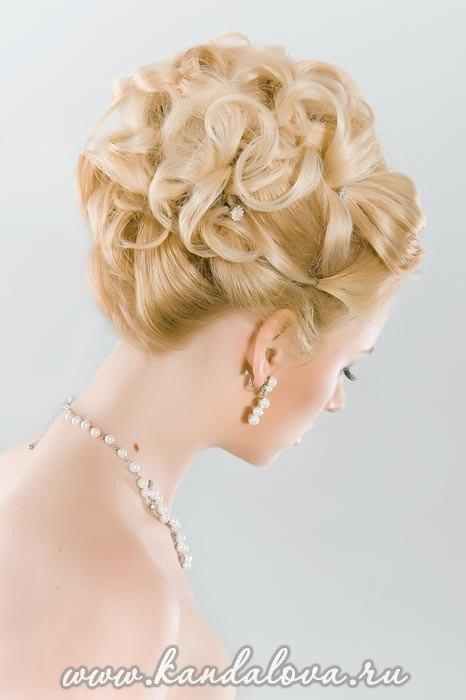Прическа на торжество своими руками из волос средней длины