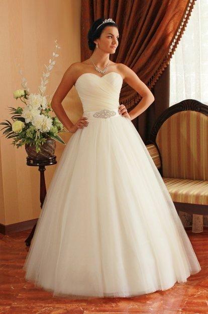 Уютный и светлый шоу-рум «Love-Birds» предлагает для невест самые лучшие свадебные платья. Максимум простоты и элегантности, новизна в сочетании с классикой