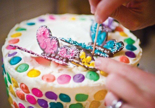 Как украсить свадебный торт своими руками. Аксессуары для банкета
